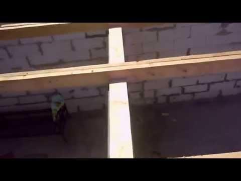 видео: Укладка мауэлата и балок на газоблоки