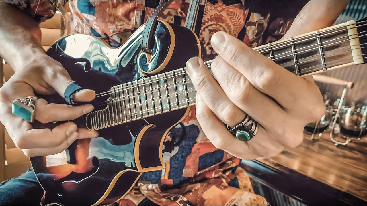 "Delta Blues Fingerstyle Mandolin • ""Blues-grass"" version of Robert Johnson's ""Love In Vain"""