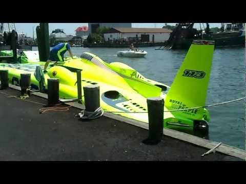 Miss Geico turbine racing boat up close and personal! Over 4000 HP of EAR Candy!!