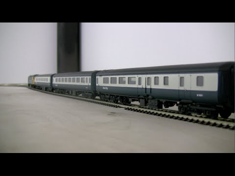 oorail.com | British Rail Mk2E coaches in Inter-City livery by Hornby