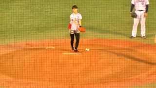 【巨人】剛力彩芽 始球式  ヤクルトvsジャイアンツ @神宮球場 2012.9.7