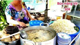 Căng bụng tô bún măng huyết vịt (chị mập) Sáu ngày bán 6 món   saigon travel