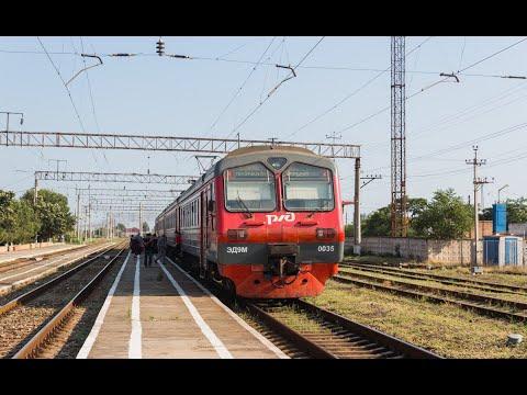 Электропоезд ЭД9М-0035 сообщением Дербент - Махачкала