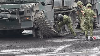 10式戦車の履帯外れと必死の回収作業‼︎ 富士総合火力演習