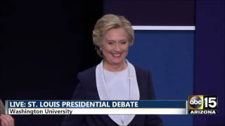Second Presidential Debate - No handshake - Hillary Clinton Donald Trump