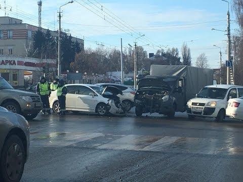 Лобовое столкновение Газель & Nissan. Белгород, Костюкова - проспект Ватутина.