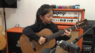 [ Fly me to the moon ] By A girl six years old  |  Bossanova guitar playing