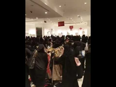 Shopping mall offered any items for 5 Dirham.. Watch what happened next