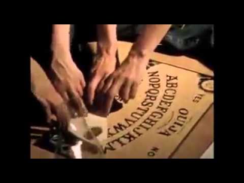 Chica es poseida al jugar la ouija