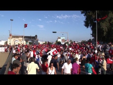Tunis protest as president urges unity govt