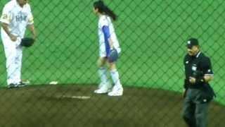 2013年6月2日の福岡ソフトバンクホークスVS阪神タイガース試合前に行わ...