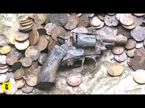 Magnet Fishing Jackpot - Bags Of Cash & Gun Found