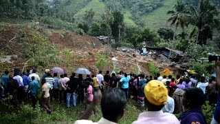 Official: At least 100 buried alive in Sri Lanka mudslide