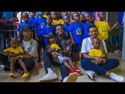 Diamond Platnumz amwaga misaada kwenye kituo cha kulelea watoto wasioona Rwanda