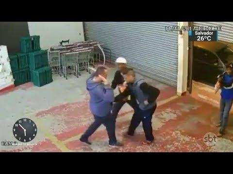 Câmeras de segurança flagram assalto a mercado em São Paulo | SBT Notícias (13/11/17)