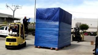 Очень деловая транспортная компания груз пакует(, 2015-06-02T20:33:57.000Z)