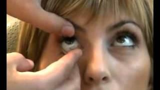 Как правильно надевать и снимать контактные линзы(, 2011-03-07T15:30:40.000Z)