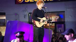Ed Sheeran Texting & Rehearsing at MMVA 2013