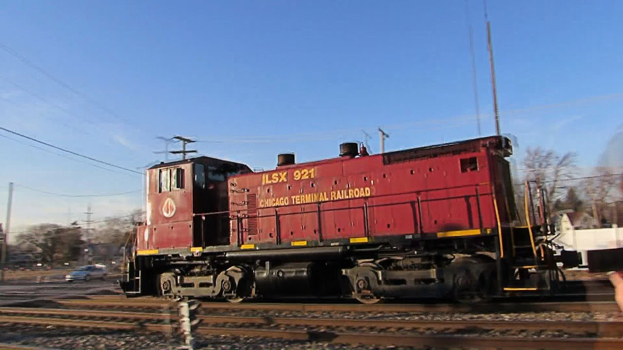 Sw1500 Leads Two Private Cars Through Franklin Park Il