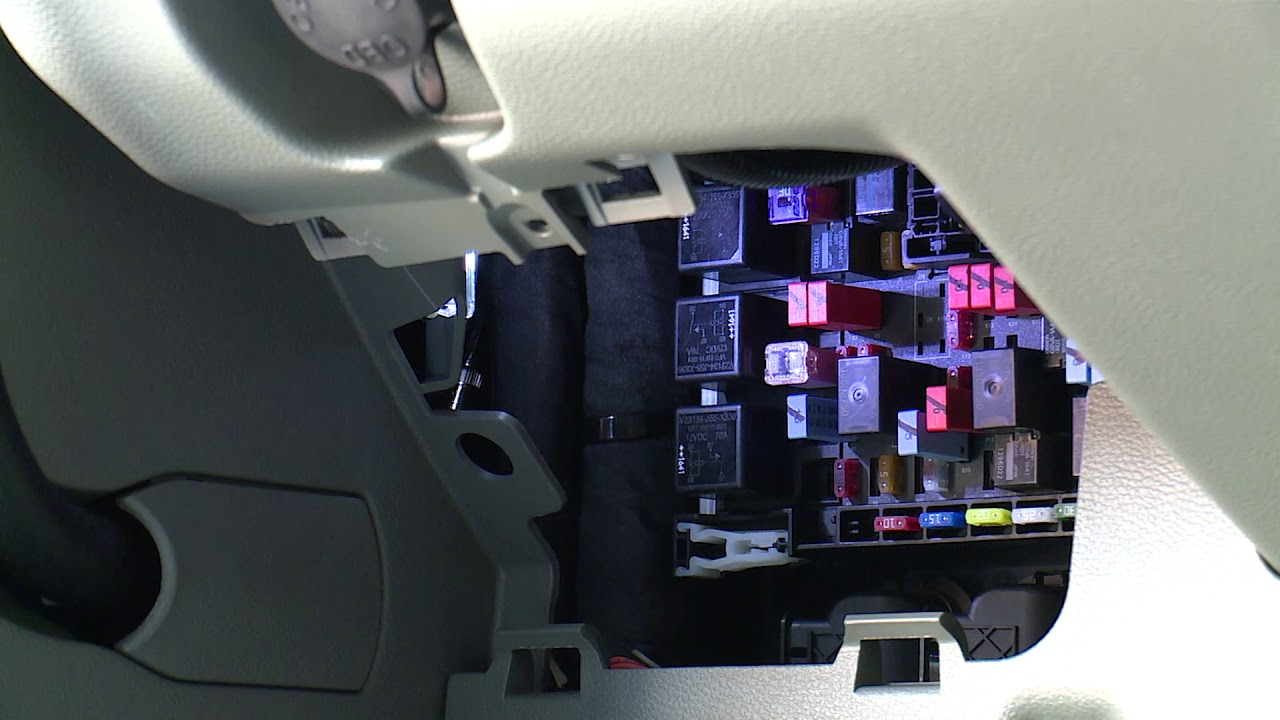 17: T880 Kenworth Driver Academy  Fuse Box & On Board