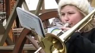 Музыкальная молодёжь развлекается и зарабатывает В Киле