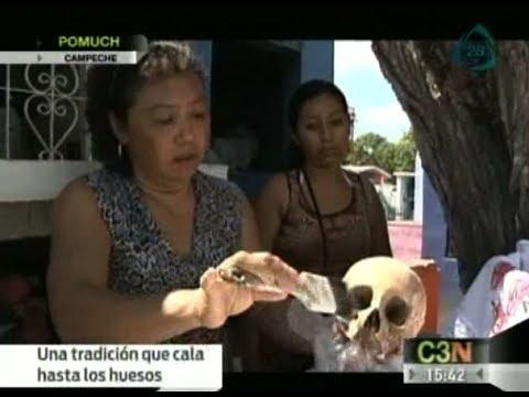Campeche exhuma los cuerpos de los difuntos para conmemorarlos