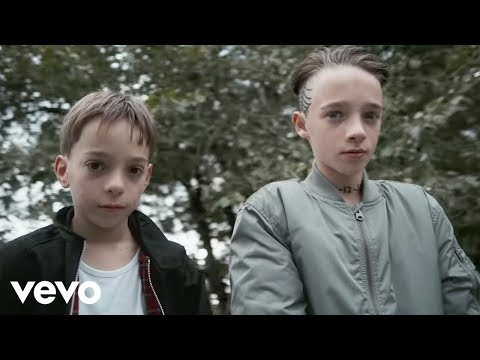 Slaves - Photo Opportunity (Official Video) Mp3