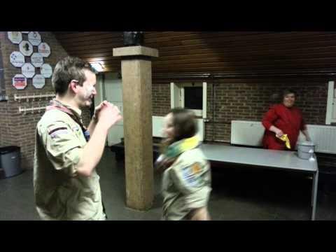 Scoutsleiding maakt schoon
