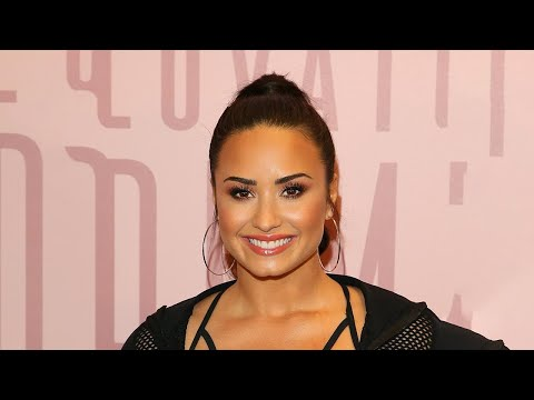 Demi Lovato Gets Flirty With Backup Dancer