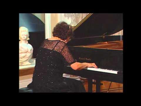 Juana Zayas plays La 32 by Ernesto Lecuona