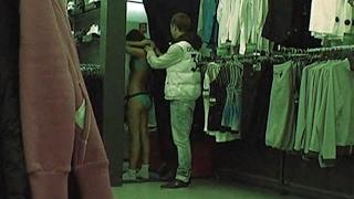 На что может рассчитывать парень, подарив чужой девушке купальник. Соблазны