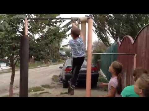 мальчик 10 лет подтянулся 42 раза на турнике
