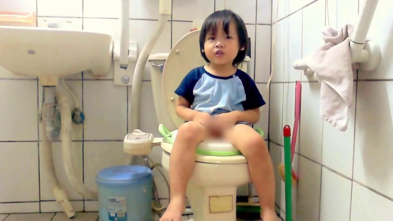 @小天TV@生活自理~小天戒尿布第一天,自己坐馬桶上廁所