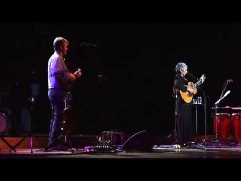 Joan Baez sings Rosalía de Castro