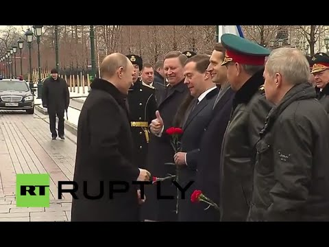 Russia: Putin honours fallen soldiers on Defender of Fatherland Day