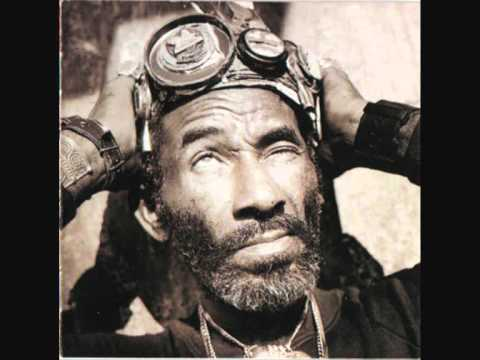 Lee Scratch Perry - Super Ape Inna Jungle.