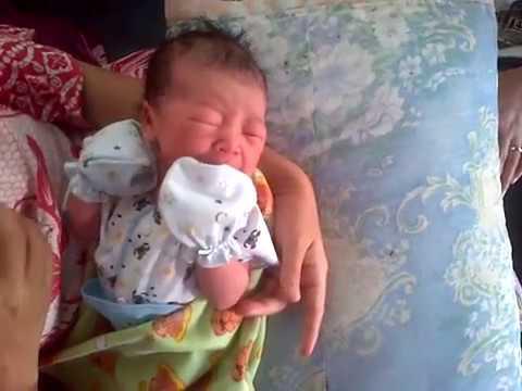 Bayi Nangis baru lahir 1