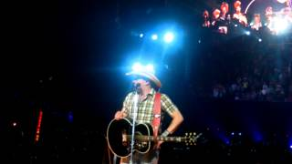 Jason Aldean fan goes crazy/hysterical with close encounter!
