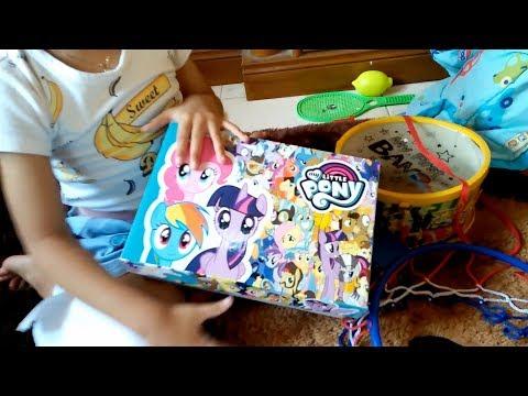 Dapat Surprise Kotak Little Pony dari Bunda, Kira-kira Gimana Yah Reaksi Yaya ?