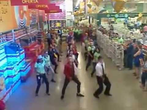 Flash mob leroy merlin sorocaba bricolagem 2013 youtube for Leroy merlin flash
