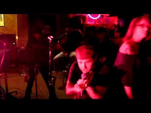 Todd performs SYMPHONY OF DESTRUCTION @ Punk/Rock Karaoke