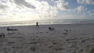 Экс на пляже, Дима и Аня на зарядке у океана