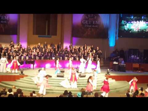 Fallbrook's combined Praise teams -