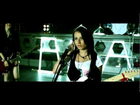 BLAXY GIRLS - E VINA MEA OFFICIAL VIDEO produced by COSTI 2009