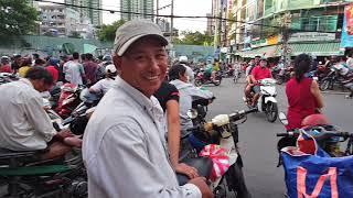 Chầu trực đợi giật cô hồn ở Quận 5 rằm tháng 7 ở Sài Gòn ngày nay