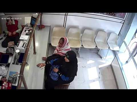 Female thief in jewelry shop bilhaur