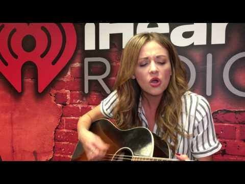 Carly Pearce Color