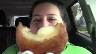 BREAKFAST IN THE CAR! Iced coffee and Cinnabons MUKBANG/EATING SHOW