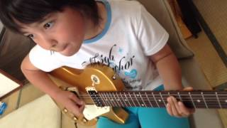 Audrey (9 years old) playsPlays Guitar - Reptilia - The Strokes on ...
