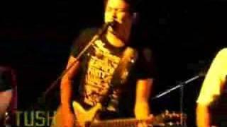 Tush - Tan lejos - En vivo en el Bataclan